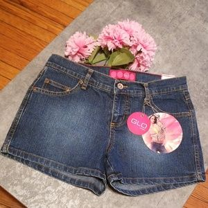 GLO Short for  junior Size 3
